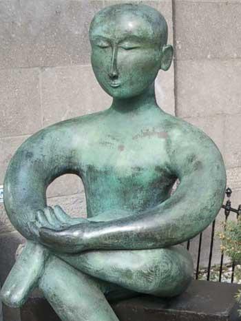 Meditatingstatue_1
