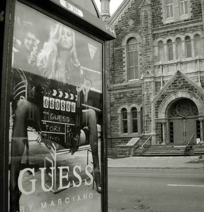 Guess_ad